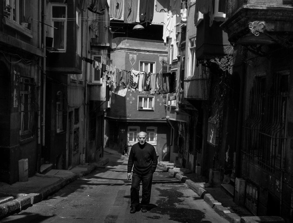 Steppin' out for a smoke, Tarlabaşı - Istanbul